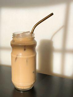 Coffee Love, Iced Coffee, Coffee Drinks, Coffee Shop, Cream Aesthetic, Aesthetic Coffee, Aesthetic Food, Comida Do Starbucks, Enjoy Your Meal