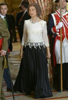 """Royal Family Celebrate New Year's Military Parade, """"Pascua Militar"""", January Queen Sofia Hollywood Fashion, Royal Fashion, Queen Sophia, Spanish Dress, Spanish Royalty, Royals, Estilo Real, Spanish Royal Family, Royal Queen"""