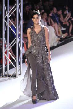 Gaurav Gupta at India Couture Week 2016 Fancy Dress Design, Stylish Dress Designs, Stylish Dresses, Fashion Dresses, India Fashion Week, Asian Fashion, Western Dresses, Indian Dresses, Indian Designer Outfits