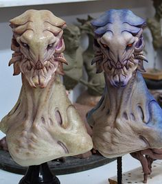 Two badass colour variants painted up by for his alien resin… Alien Concept Art, Creature Concept Art, Cool Monsters, Horror Monsters, Monster Design, Monster Art, Alien Creatures, Fantasy Creatures, Alien Character