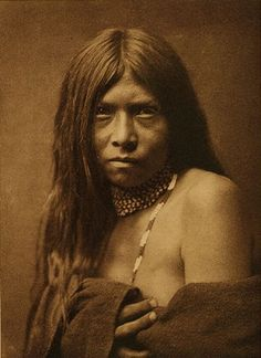 A portrait of the American Indian At the beginning of the century, Edward S. Curtis set out to document what he saw as a disappearing race: the Native American. An Apache girl in (Edward S. Native American Beauty, Native American Photos, Native American Tribes, Native American History, American Indians, Native Americans, American Girl, Indian Tribes, Native Indian