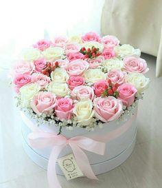 ♡Breakfast at Chloe's♡ Easter Flower Arrangements, Beautiful Flower Arrangements, Floral Arrangements, Flower Box Gift, Flower Boxes, My Flower, Bouquet Box, Rose Bouquet, Amazing Flowers