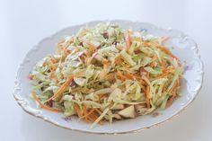 Lækker og sprød spidskålssalat. Opskriften er super simpel og nem at lave. Alle elsker salaten! Salad Menu, Ham Salad, Salad Dishes, Food N, Food And Drink, Cottage Cheese Salad, Avocado, Salad Rolls, Green Kitchen