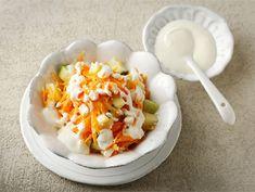 Porkkana-raejuustosalaatti | Valio Macaroni And Cheese, Eggs, Salad, Breakfast, Ethnic Recipes, Food, Mac Cheese, Egg, Mac And Cheese