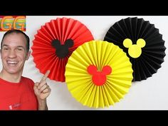 How to Make Paper Rosettes Flowers - mickey mouse decoration ideas Mickey Mouse Birthday Decorations, Mickey Mouse Crafts, Mickey 1st Birthdays, Fiesta Mickey Mouse, Mickey Mouse First Birthday, Mickie Mouse Party, Mickey Party, Miki Mouse, Boys 1st Birthday Party Ideas