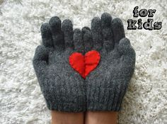 Take It From Me: Yastik Izi Handful of Hearts Gloves