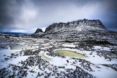 Hotels-live.com/pages/sejours-pas-chers - Taking in wintery views from the snowy boardwalks of Cradle Mountain - Lake St Clair National Park with @tscharke and @taswalkingco. Like many spots across the state Cradle Mountain and the iconic Overland Track have welcomed some of the first snow of the season in the past few weeks. The Overland Track Australias premier alpine walk is a magnificent 65 km six-day trek through the heart of the Tasmanian Wilderness World Heritage Area. The stunning…