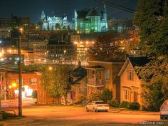 Sherbrooke la nuit Old Quebec, Montreal Quebec, Belle Villa, City Landscape, Places Ive Been, Cities, Beautiful Places, Places To Visit, Photos