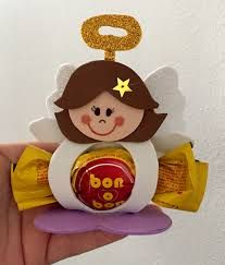 "Képtalálat a következőre: ""porta bombones de goma eva"" #gomaevanavidad Foam Crafts, Diy And Crafts, Crafts For Kids, Christmas Time, Christmas Crafts, Christmas Ornaments, Holiday, Communion Decorations, Felt Christmas Decorations"