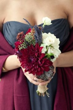 Burgundy and navy are so elegant together.