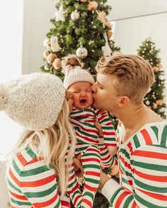 Someone is not a fan of Christmas kisses! Christmas Kiss, Family Christmas Pictures, Christmas Ideas, Aspyn And Parker, Aspyn Ovard, Dad Baby, Family Is Everything, The Future Is Now