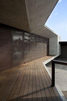 Image 4 of 25 from gallery of CR House  / H+H Arquitectos. Photograph by Rodrigo Dávila