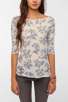 Celebrities who wear, use, or own BDG Printed Sleeve Boatneck Tee. Also discover the movies, TV shows, and events associated with BDG Printed Sleeve Boatneck Tee. Urban Outfitters, Work Wardrobe, Wardrobe Ideas, Modest Fashion, Boat Neck, Get Dressed, Cool Shirts, Style Me, Cute Outfits