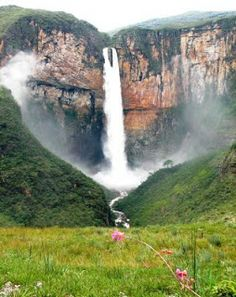 Tabuleiro Waterfall, Brazil, just beautiful Beautiful Waterfalls, Beautiful Landscapes, Places To Travel, Places To See, Travel Destinations, Places Around The World, Around The Worlds, Wonderful Places, Beautiful Places