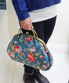 Free Bag Pattern - The Graceful Kelly Bag Diy Purse Organizer, Kelly Bag, Grace Kelly, How To Make Purses, Frame Purse, Sewing Accessories, Fashion Accessories, Purse Patterns, Handmade Bags