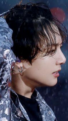 why this bitch always wet like ok we get it- Foto Jungkook, Foto Bts, Kookie Bts, Jungkook Oppa, Taehyung, Jung Kook, Busan, K Pop, Hoseok