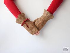 Beige and red Wool gloves Cinamon gloves beige hand