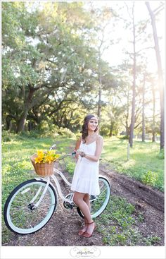 Senior picture ideas for girl, what to wear senior pictures, senior girl photo, boho vintage senior girl ideas, Senior pictures props, vintage bicycle,Tampa Senior Photographer | © Ailyn La Torre Photography 2014