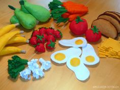 My favourite 7 tutorials for sewing felt play food, tried and tested. Make pears, strawberries, eggs, carrots, broccoli and cauliflower, bananas and more.