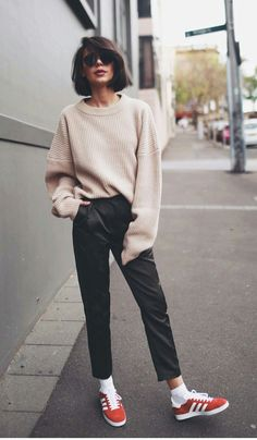 Street-style outfit ideas for wearing sneakers along with spring and summer clothes. Fashion Mode, Look Fashion, Teen Fashion, Fashion Outfits, Fashion Ideas, Fall Fashion, Laid Back Fashion, Fashion Styles, Retro Fashion