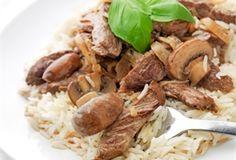 Gulasz a`la Strogonow / Stew a `la Strogonov - połączenie soczystej wołowiny, pieczarek i pikantnego ketchupu