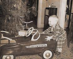 Christmas Dance, Christmas Past, Christmas Morning, 1950s Christmas, Vintage Christmas Photos, Christmas Pictures, Vintage Holiday, Meet Santa, Pedal Cars