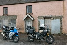 Heerlijk was dat die rit over het Ierse platteland en langs de kust. #photography #travelphotography #traveller #canon #canonnederland #canon_photos #fotocursus #fotoreis #travelblog #reizen #reisjournalist #travelwriter#fotoworkshop #willemlaros.nl #reisfotografie #landschapsfotografie #moto73 #motor #suzuki #v-strom #MySuzuki #motorbike #motorfiets #wildatlanticway #ireland #kustroute