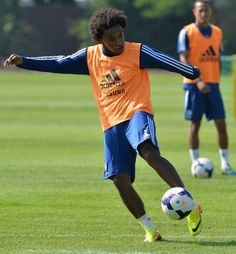 Twitter / chelseafc: Here is @willianborges88 in training. Welcome to Chelsea Willian.