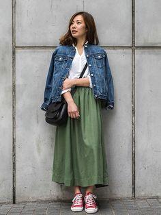 Gジャンに白のコットンシャツ、春の定番アイテムもカーキのミディアムスカートでこなれた印象に。  カットオフデニムジャケット (Color:インディゴ/¥8,900/ID:528529/着用サイズ:XS) ドレーピートップス (Color:ホワイト/¥3,600/ID:639210/着用サイズ:XS) ミディスカート (Color:オリーブ/¥6,900/ID:525564/着用サイズ:0) その他:参考商品 スタッフ身長:157cm  ■渋谷店 http://mobile.gap.co.jp/stores/sp/store.php?shopId=36143814 ■オンラインストアはこちら http://www.gap.co.jp/browse/subDivision.do?cid=5643 ■GapストアスタッフコーデをWEARで見る(Women) http://wear.jp/gapjapan/