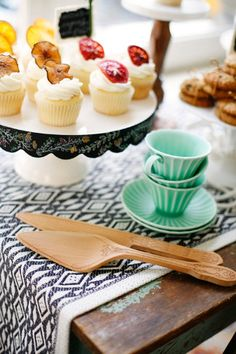 Gorgeous chalkboard cake stand - on sale for $20! http://rstyle.me/n/m4eyhnyg6