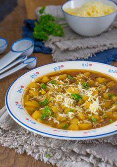 Kartoffel-Zwiebel-Suppe mit Bergkäse