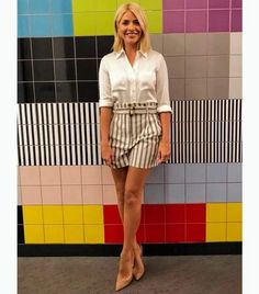 f5ec80941f Holly Willoughby This Morning shorts  Phillip Schofield s co-host flaunts  her toned pins in affordable Topshop shorts and a white shirt as the ITV  star ...