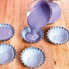 Ube Mamon Sift together dry ingredients: 2 cups cake flour 1 cup sugar (divided) 1 teaspoon baking powder In a large bowl, combine wet ingredients: cup water cup evaporated milk cup cor… Filipino Dishes, Filipino Desserts, Asian Desserts, Filipino Recipes, Filipino Food, Pinoy Recipe, Asian Recipes, Cupcakes, Cupcake Cakes