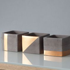 Three CHIC pots made of slate gray and copper-colored concrete / square planter . - Do it yourself decoration - Three CHIC pots made of slate gray and copper-colored concrete / square planter … – Do it yourse - Concrete Pots, Concrete Crafts, Concrete Projects, Diy Cement Planters, Wall Planters, Beton Design, Concrete Design, Colorful Succulents, Succulents Diy