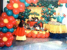 Beautiful Snow White Balloon Decorations
