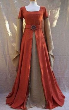 I know this is a medieval dress but I like it. I would make the sleeves much shorter and use silk for the material ~rdm Costume Renaissance, Medieval Costume, Renaissance Clothing, Medieval Fashion, Historical Clothing, Renaissance Fair, Costume Roi, Goth Costume, Vampire Costumes