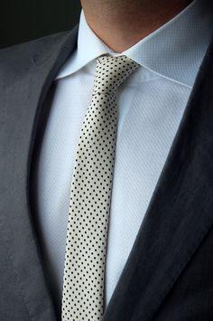White MTM Shirt. Polka-dot style Tie. Grey Jacket. Para o Digo q adora gravatas