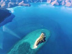 Scenic flight over the Whitsunday Islands  #whitsundays #greatbarrierrreef #scenicflight #bucketlist #queensland #australia #travel