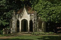 Well-House-foliage-edit.jpg 624×416 pixels