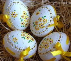 If your creative hands are itching to make super easy and fast craft projects, then this list of easy crafts to make and sell with lots of DIY Easter Egg Crafts, Easter Eggs, Egg Shell Art, Carved Eggs, Easter Egg Designs, Egg Art, Dremel, Egg Decorating, Easter Baskets