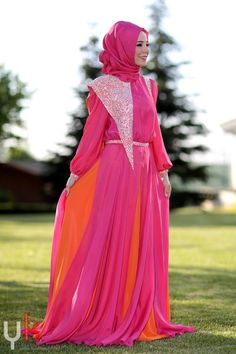 amazing hijabi dress pink and orange Muslim Women Fashion, Arab Fashion, Islamic Fashion, Girl Fashion, Coral Maxi Dresses, Modest Dresses, Modest Outfits, Modest Fashion, Modest Wear