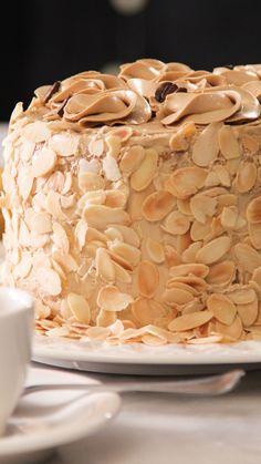 We're livin' la vida mocha with this decadent cake. We're livin' la vida mocha with this decadent cake. Delicious Desserts, Dessert Recipes, Yummy Food, Baking Desserts, Cupcake Recipes, Food Cakes, Cupcake Cakes, Patisserie Fine, Mocha Cake