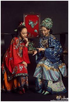 Authentic Qing dynasty fashion by 龙梓嘉. Clothes,jewelry, furniture and decorates in photos are all antiques. Oriental Fashion, Ethnic Fashion, Chinese Fashion, Traditional Fashion, Traditional Dresses, China Movie, Chinese Clothing, Hanfu, Cheongsam