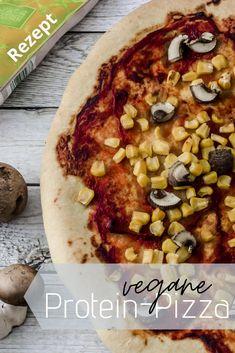 Hier kommt eine richtige Proteinbombe. Diese vegane Pizza liefert dir mehr als 50g Protein! Also ideal für den Muskelaufbau oder einfach als sättigende Mahlzeit.