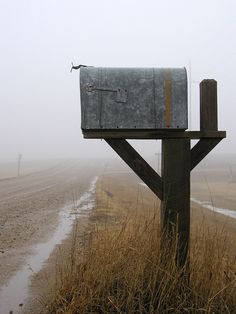 old mailbox.love the still life photo! Country Mailbox, Old Mailbox, Rural Mailbox, Vintage Mailbox, Country Charm, Country Life, Country Living, Country Roads, You've Got Mail