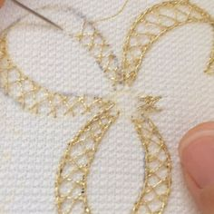 Hand Embroidery and Its Types - Embroidery Patterns Silk Ribbon Embroidery, Embroidery Hoop Art, Cross Stitch Embroidery, Machine Embroidery, Embroidery Stitches Tutorial, Hand Embroidery Patterns, Embroidery Techniques, Brazilian Embroidery, Creations