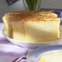 Backofen auf 175 °C vorheizen. Eier, Puderzucker, Vanillinzucker und Salz dickcremig rühren. Öl und Vanillesoße nach und nach unter Rühren...