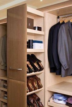 Apothekerschrank im Schrankzimmer zur Aufbewahrung von Schuhen
