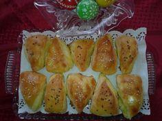 Fotorecept: Pagáče - trojuholníky s cesnakovou plnkou Snack Recipes, Snacks, Tasty Dishes, Baked Potato, Pizza, Potatoes, Bread, Baking, Vegetables
