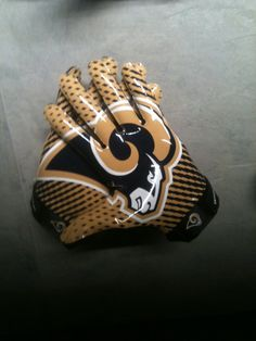 So awesome! New St. Louis Rams Nike Gloves